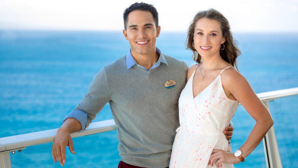 Powerkoppel Alexa & Carlos PenaVega - Love at Sea